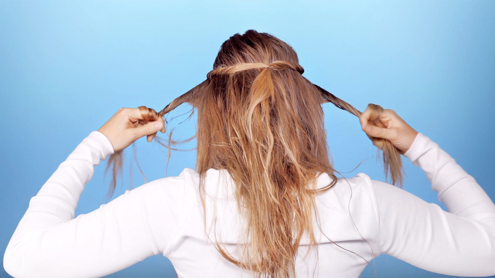 schritt-4-messy-knotted-ponytail