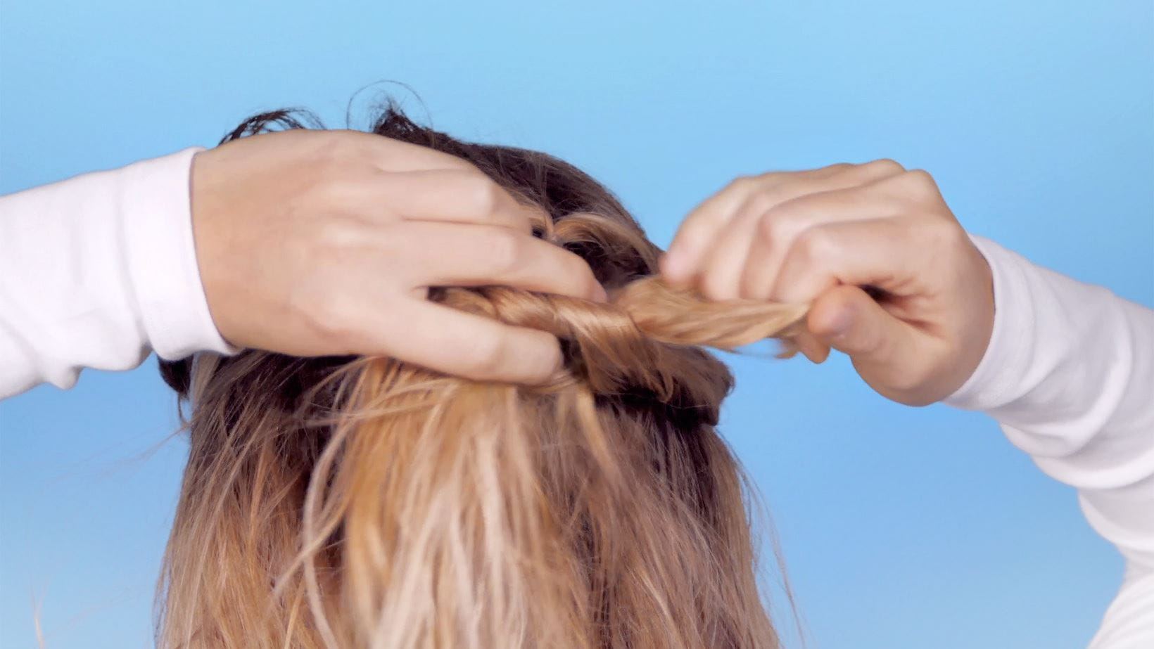 schritt-5-messy-knotted-ponytail