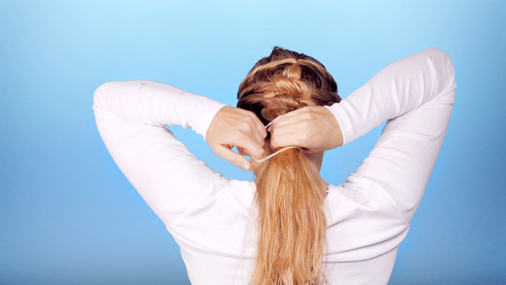 schritt-7-messy-knotted-ponytail